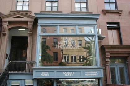 > Lights out at 1-800-Mattress on Montague Street (BHB/Sarah Portlock)