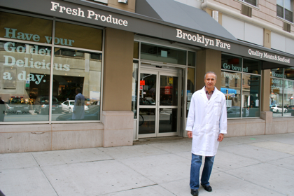 Brooklyn Fare owner Moe Issa at his new store (BHB/Sarah Portlock)