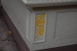 """Graffiti goon GUDER """"tags"""" 68 Hicks Street"""